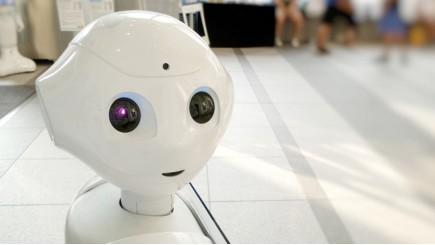 hulpvaardige robots verbeteren reizigerservaring