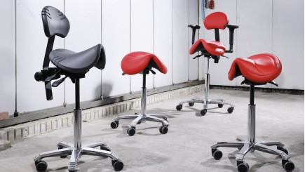 Ergonomische stoelen en tafels voor industrie