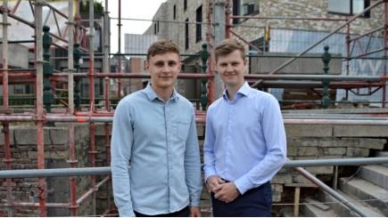 Levi Vangoidsenhoven en Karel Spiessens richtten Brickbook op