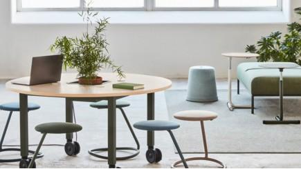 Werkplek met ergonomisch Scandinavisch designmeubilair